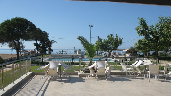 GMP Bouka Resort Hotel: GMP Bouka Pool & Terrace