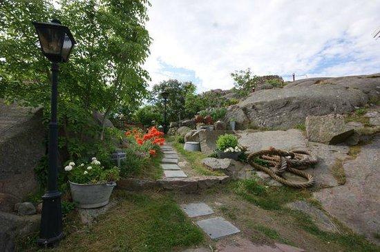 Strandflickornas Havshotell: Hagen / the Garden