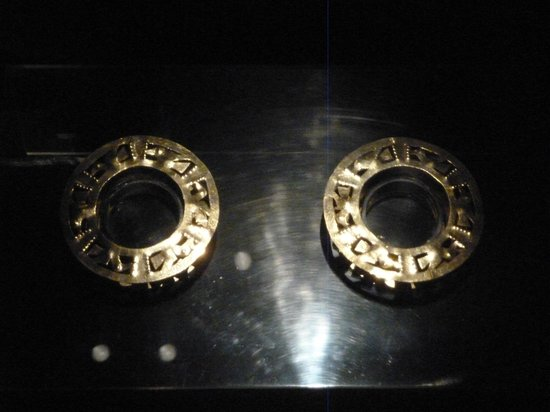 Sican Museum: Orejeras, parece que Bvlgari las copió!