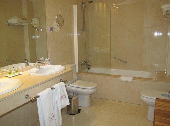 Hotel Puerta de la Luna: Salle de bains