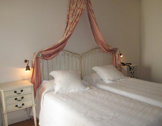 Hotel Puerta de la Luna: La chambre