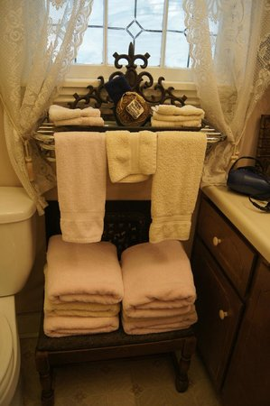 Waters Hill Bed and Breakfast: fluffy towels