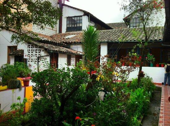 Hotel Riviera-Sucre : Courtyard garden.