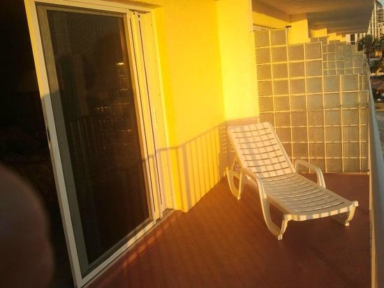 Outrigger Beach Resort: Balcony