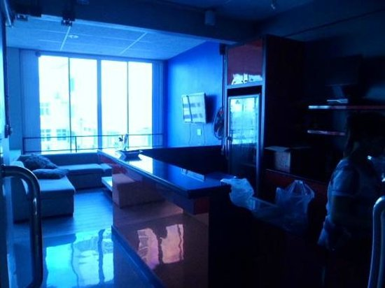 ETZzz Hostel : the bar and lounge areas