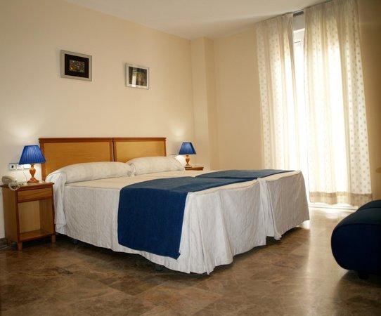 호텔 알-유사나