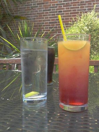 The Drum Inn: Drinkies!