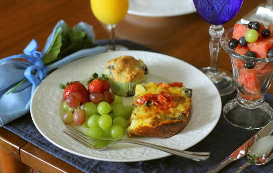 Another World Bed and Breakfast: Gourmet Breakfast