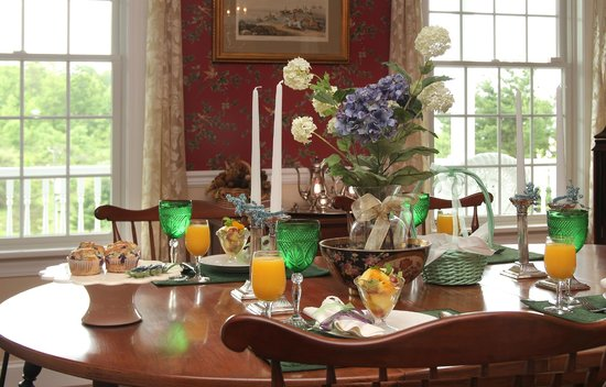 Another World Bed and Breakfast: Dining Room