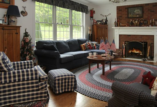 Another World Bed and Breakfast: Hearth Room