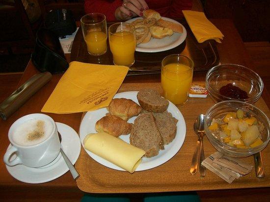 โรงแรมอาเรธูซา: desayuno!