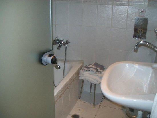 โรงแรมอาเรธูซา: baño de la habitacion!