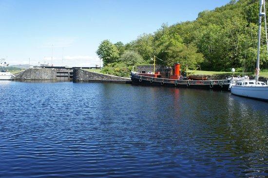 Crinan Canal: Canal Basin at Crinan