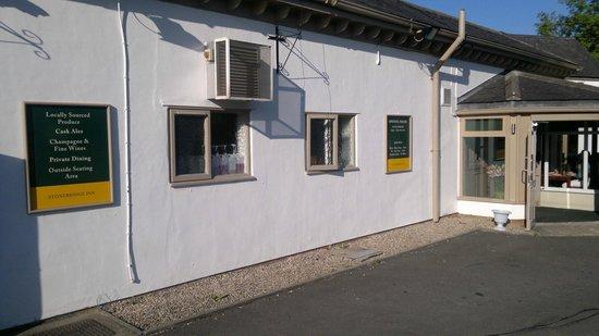 Stonebridge Inn: Sign showing facilities e.g Locally Sourced Food