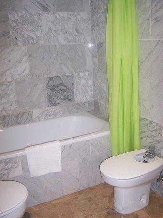 Hotel Al-Yussana: Baño
