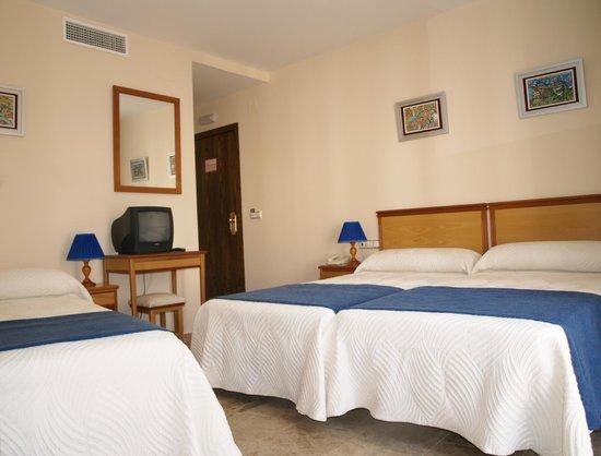 Hotel Al-Yussana: Triple tres camas