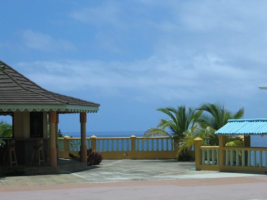 Pimento Lodge Resort: View from the pool area