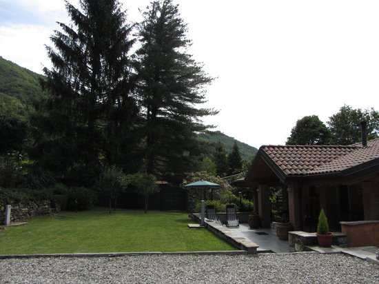 Bed and Breakfast La Casa nel Bosco: The garden