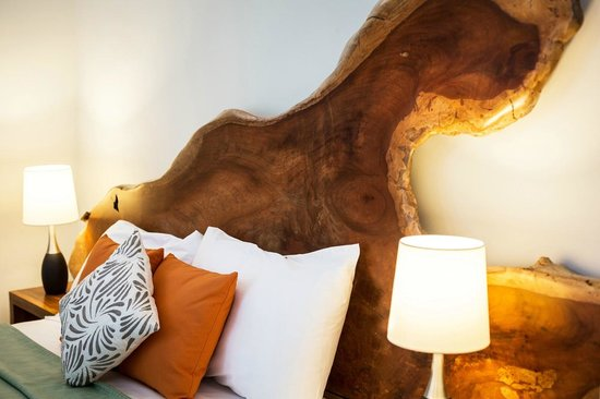 The Resort at Isla Palenque: Headboards and other furniture made from on-site hardwood