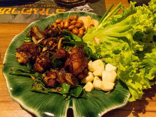 Moommai Restaurant: sour pork