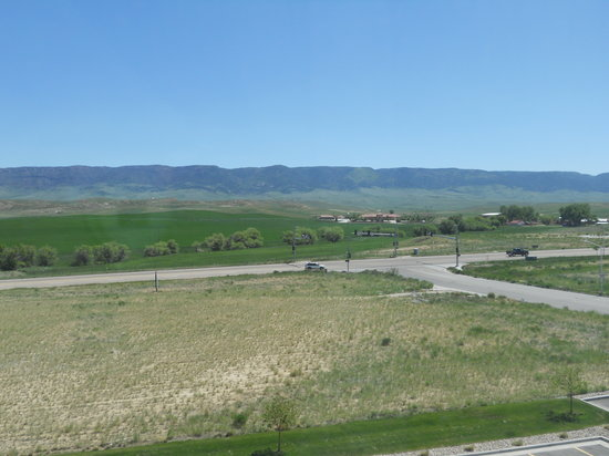 Holiday Inn Casper East-McMurry Park : even rooms face this outlook - this is rm 402