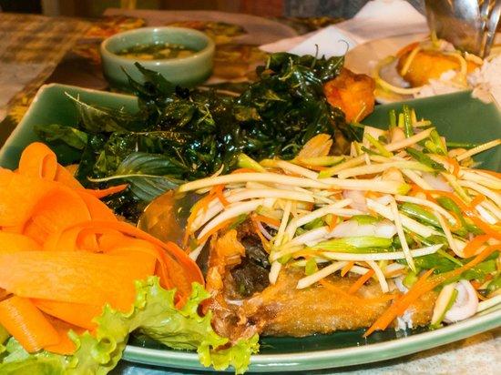 Moommai Restaurant: Crispy Fish with Mango Salad