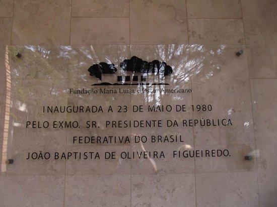 Fundação Maria Luisa e Oscar Americano: Placa de entrada da fundação