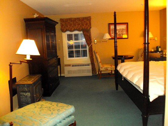 The Stowe Inn: Our room: #215