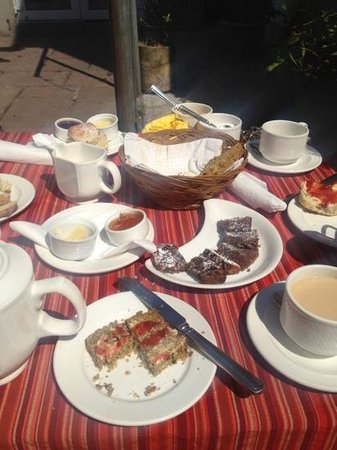 Garnish House: afternoon tea in the garden