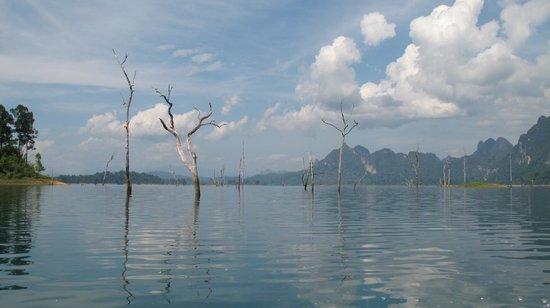 Ton Tuey Floating Raft Houses: beautiful lake