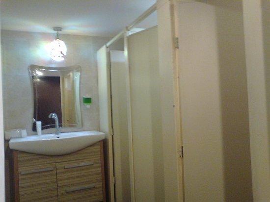 Inn 33: Shared toilet