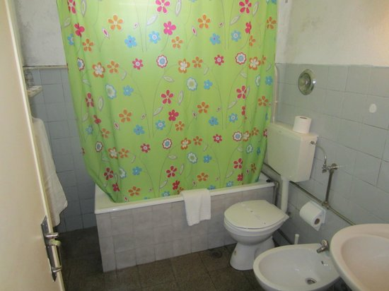 Pensao Residencial Policarpo: Bathroom