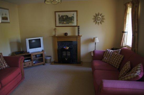 Field Farmhouse: downstairs lounge