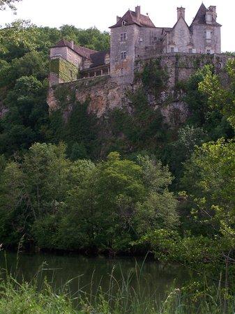 Chateau de Cenevieres: Vue des bords du Lot