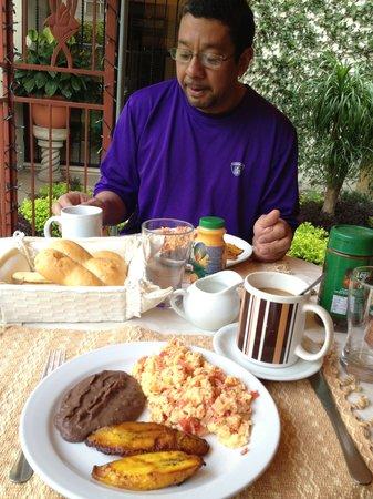 Hostal Villa Toscana: Breakfast!