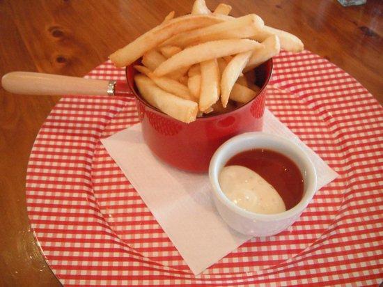 Cafe Cinema : Hot fries anyone?