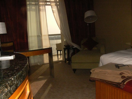Al Raha Beach Hotel: la chambre vue sur le golfe