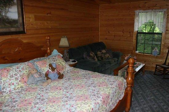High Valley Rentals: Upstairs Bedroom
