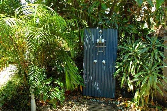 برنز آت بايرون: Blue Ginger Cottage Hot/cold outdoor shower!