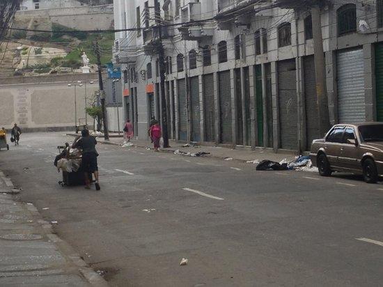 Gamboa Rio Hotel: Vista do apartamento - rua em frente