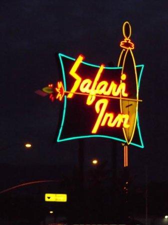 Safari Inn, a Coast Hotel: Cool neon sign
