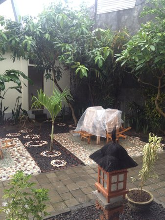 Warung Coco Guesthouse & Bungalows: New garden getting made