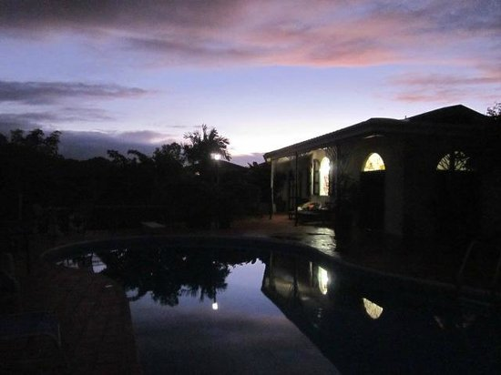 Top O' Tobago Villa & Cabanas : Sunrise by the pool at Top O' Tobago