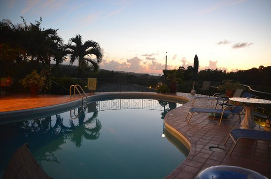 Top O' Tobago Villa & Cabanas: Sunset by the pool