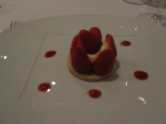 Le VII : Strawberries on a shortbread like wafer with a custard centre.