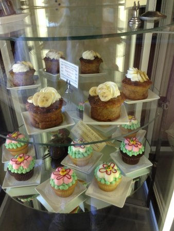 Moonside Bakery and Cafe: cupcakes