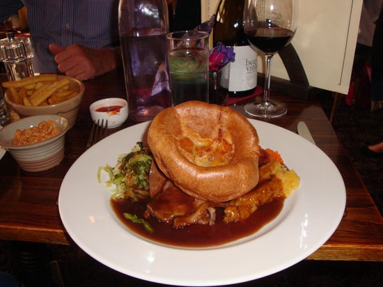 Ivy Gate House Bed & Breakfast : roast beef dinner at one of the local pubs!