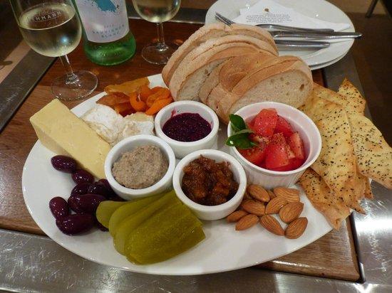 Peter Lehmann Wines: Vegetarian Platter for 2