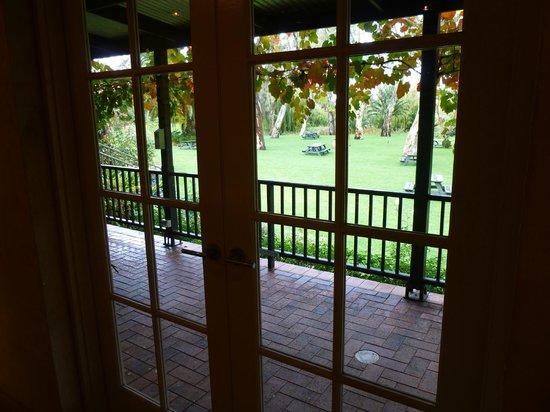 Peter Lehmann Wines: Glimpse of outdoor area