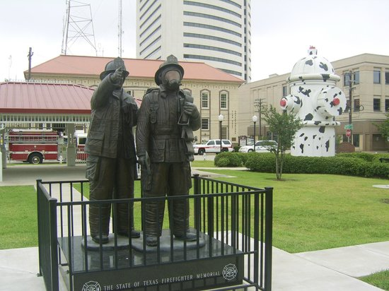 Fire Museum of Texas : Fire Fighters Memorial